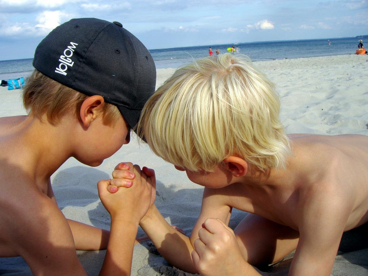 arm-wrestling-176645_1280